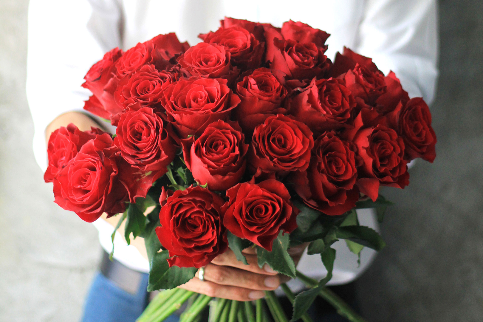 Luxury flower arrangements bouquets for valentines day windowflowers windowflowers offer valentines day flowers of the finest quality and are guaranteed to be fresh for 7 days delivered with care by our well known courier izmirmasajfo